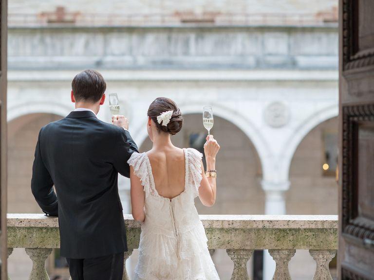 صورة لسبب غريب.. عروس تونسية تهرب من حفل زفافها