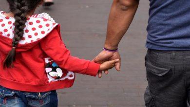 صورة اكتئاب الآباء يؤدي إلى اكتئاب بناتهم