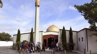 صورة تلميذ يقدم نفسه للشرطة بعد إشادته بمجزرة مسجد نيوزيلاندا