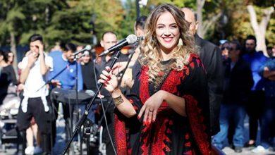 """صورة دلال ابو آمنة تغني مزيج من التراثين التركي والفلسطيني """"يا زماني """""""