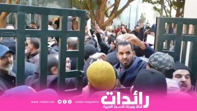 صورة ساكنة مدينة فاس يتضاهرون ويطلبون رحيل العمدة