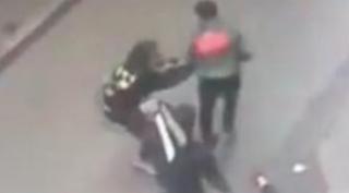 Photo of عناصر فرقة الشرطة القضائية بمنطقة أمن بني مكادة بطنجة، تتمكن من توقيف شخص متورط في قضية تتعلق بالسرقة تحت التهديد بالسلاح الأبيض