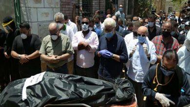 Photo of الرجل الذي دفن رجاء الجداوي يوضح طريقة دفنها كمريضة كورونا