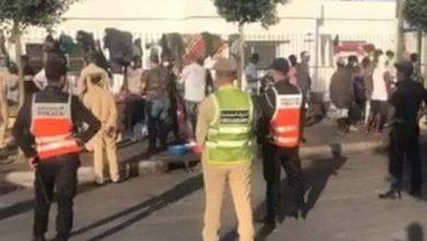 صورة سلطات الدار البيضاء تخلي المهاجرين الأفارقة من مخيماتهم بالقرب من محطة أولاد زيان