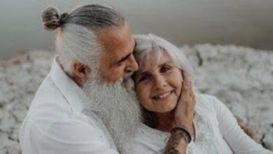 صورة كيف ترى النساء المتزوجات في سن الـ 50 الحب والعلاقات العاطفية؟