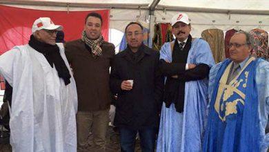 صورة الجالية المغربية بالدنمارك تقف ضد ادعاءات البوليزاريو امام سفارة المملكة بكوبنهاغن.