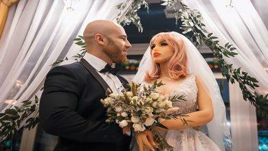 صورة اللاعب الكازاخستاني يوري تولوتشكو يتزوّج دمية