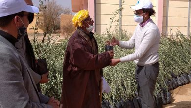 صورة مؤسسة الأطلس الكبير تزرع البسمة في وجوه فلاحي منطقة الدويرة السفلى في برنامج مليون شجرة بالمغرب.