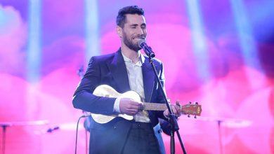 صورة عزيز مرقة يغني باللهجة المصرية في أولى حفلاته بمسرح الزمالك