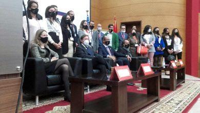 صورة دايفيد غرين القائم بأعمال السفارة الأمريكية بالمغرب في زيارة عمل لمركز المساعدة القانونية بفاس.