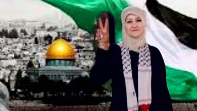 صورة الشّعلان النّاطقة الإعلاميّة باسم منظّمة السّلام والصّداقة الدّولية تندّد بالاعتداءات الصّهيونيّة الوحشيّة على الفلسطينيين، وتطالب بوقفها فوراً