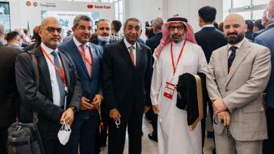 صورة وفد الغرفة يلتقي بنائب وزير الاقتصاد السعودي ويناقشان سبل تنمية العلاقات التجارية والاستثمارية.